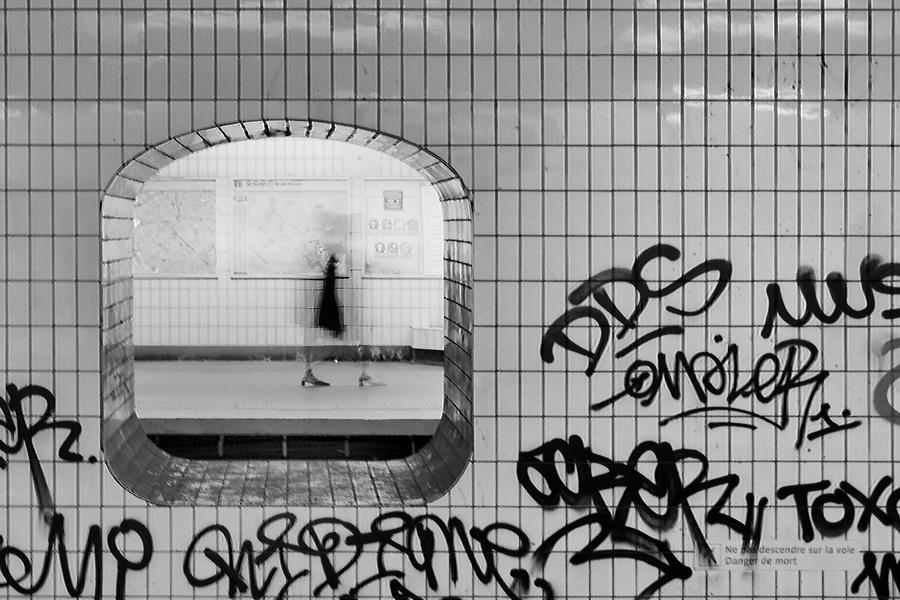 Ab 021 MetroParigiOmbraDonna